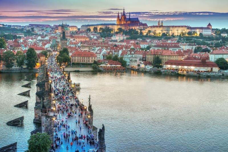 How to reach Israeli customers who travel in Prague - HAKOLAL